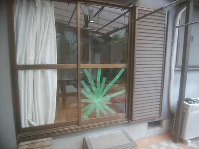 窓ガラス割れ画像