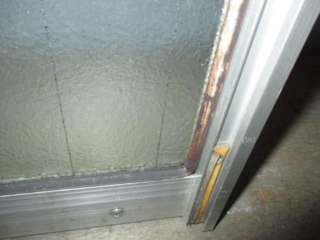 窓枠のゴムの汚れ