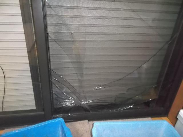 危険な窓ガラスわれ画像