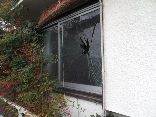 危ないガラス割れ画像