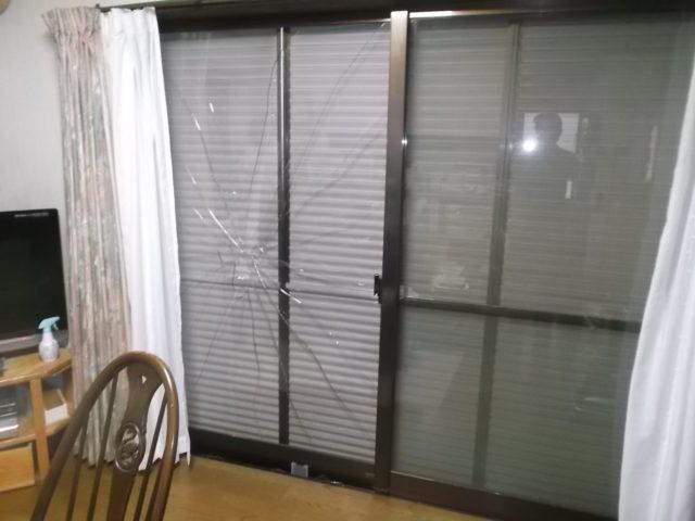 危険な窓ガラス割れ画像